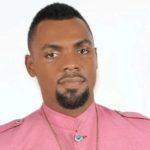 TRENDING NEWS - Rev. Obofour sprays GHC20,000 on newly wedded police couple